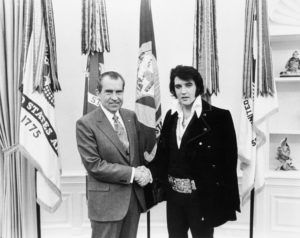 circa 1970:  American singer and actor Elvis Aron Presley (1935 - 1977) meets 37th president of the United States Richard Milhous Nixon (1913 - 1994).  (Photo by MPI/Getty Images)
