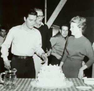 1961-january-6-elvis-26th-birthday-party-on-set-2