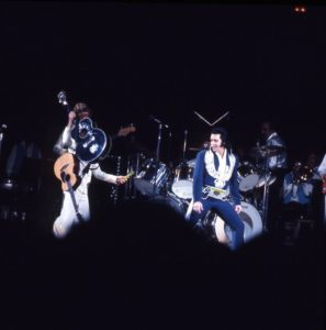 1975, august 19, Elvis live at Las Vegas01