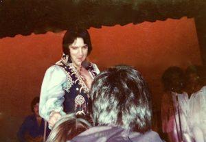 Elvis-sings-to-Dee-Dandken